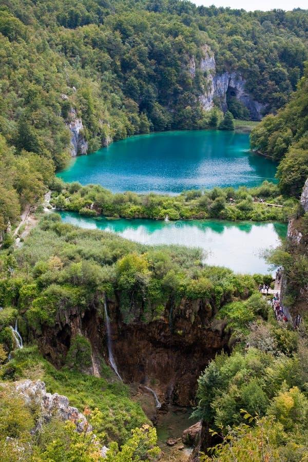 Lagos e cachoeiras em lagos Plitvice imagens de stock