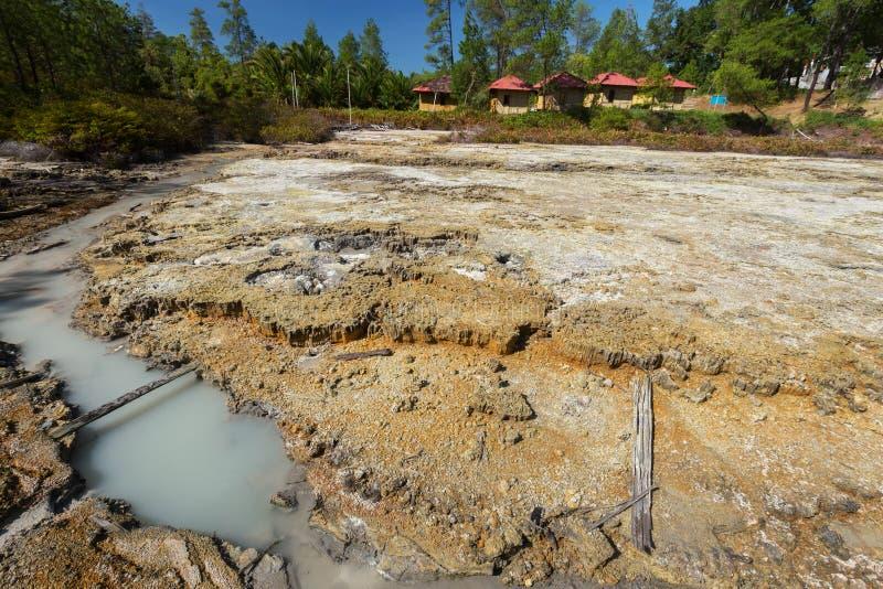 Lagos sulfurosos perto de Manado, Indonésia imagens de stock royalty free