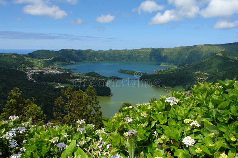 Lagos volcánicos en Ponta Delga imágenes de archivo libres de regalías