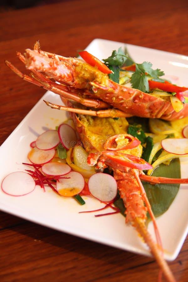 Lagosta com molho de caril vermelho, alimentos tailandeses. imagem de stock