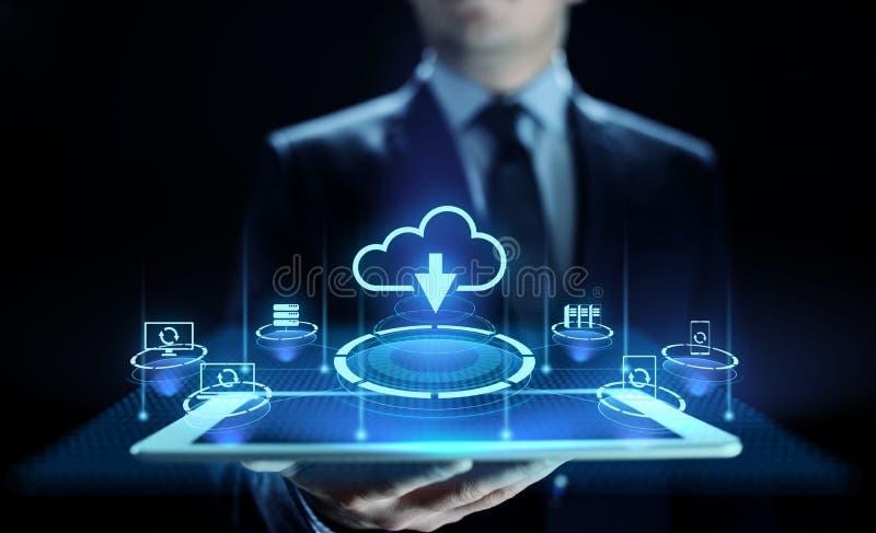 Lagring för molnteknologidata som bearbetar beräknande internetbegrepp Affärsman som trycker på knappen på skärmen royaltyfri bild