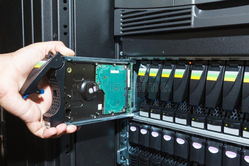 Lagringssystem i datorhallen arkivfoton