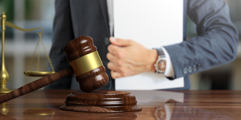 Lagtema Domare eller advokat som rymmer fallmappen illustration 3d arkivbild