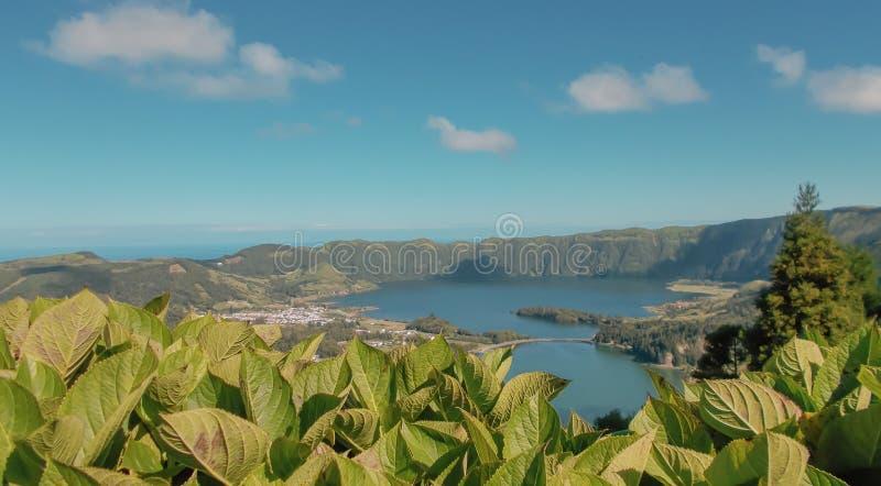 Lagun av de sju st?derna, Azores royaltyfri fotografi