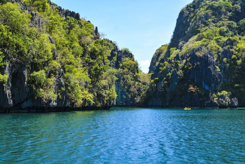 Lagun besk?dar p? Elen Nido, dem ?r n?got av det mest trevliga landskapet i Filippinerna Resa till Filippinerna royaltyfria bilder