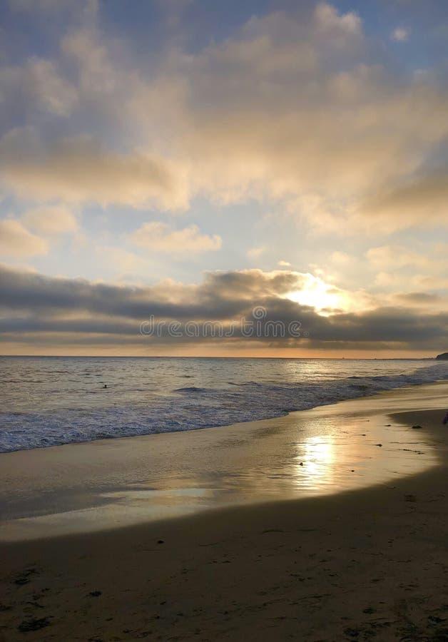 Laguna Beach Chrystal Cove på solnedgången royaltyfri bild