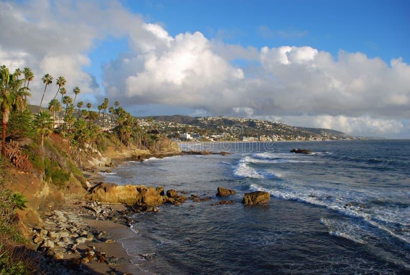 Laguna Beach, costa costa de California por el parque de Heisler durante los meses de invierno fotos de archivo libres de regalías