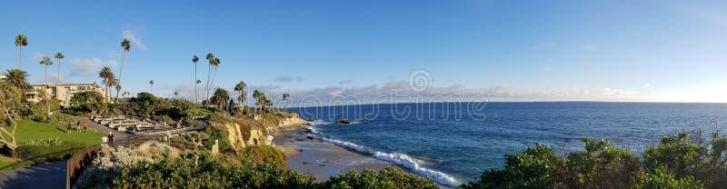 Laguna Beach de desatención, ensenada de los buceadores, de la calzada del parque de Heisler fotos de archivo libres de regalías