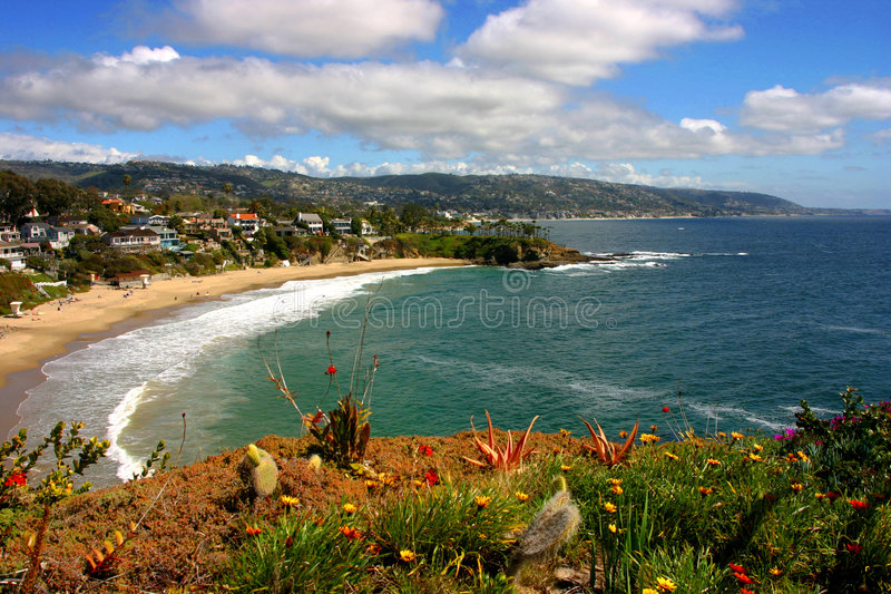 Laguna Beach en croissant de crique photo stock