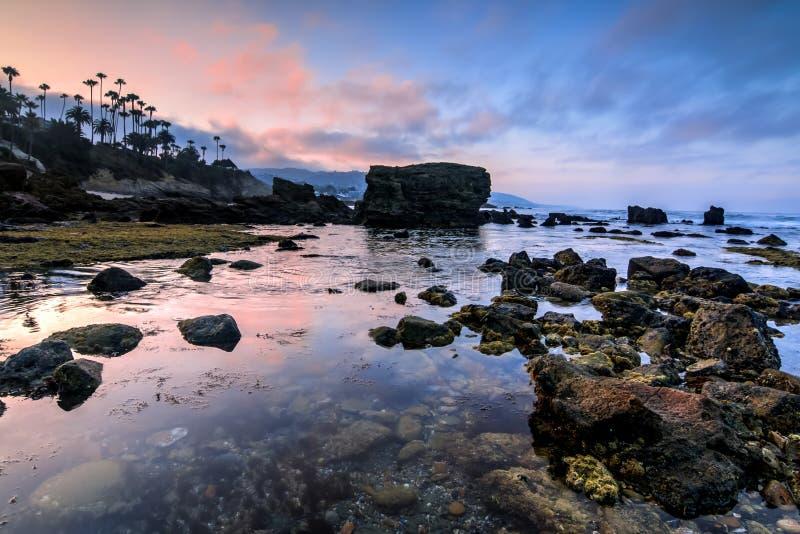 Laguna Beach-Gezeiten-Pool an der Dämmerung lizenzfreies stockbild