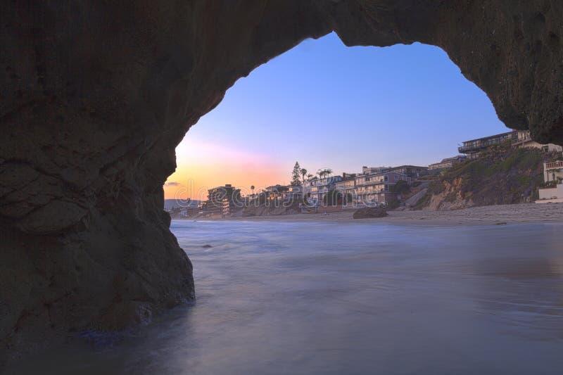 Laguna Beach przez keyhole jamy fotografia royalty free