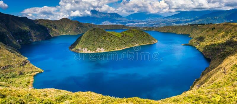 Laguna de Cuicocha dentro del cráter del volcán Cotacachi imagenes de archivo