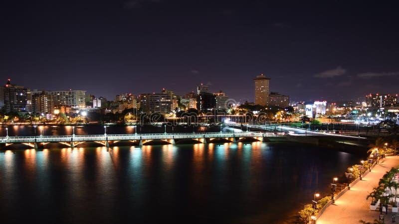 Laguna del Condado en la noche imagenes de archivo