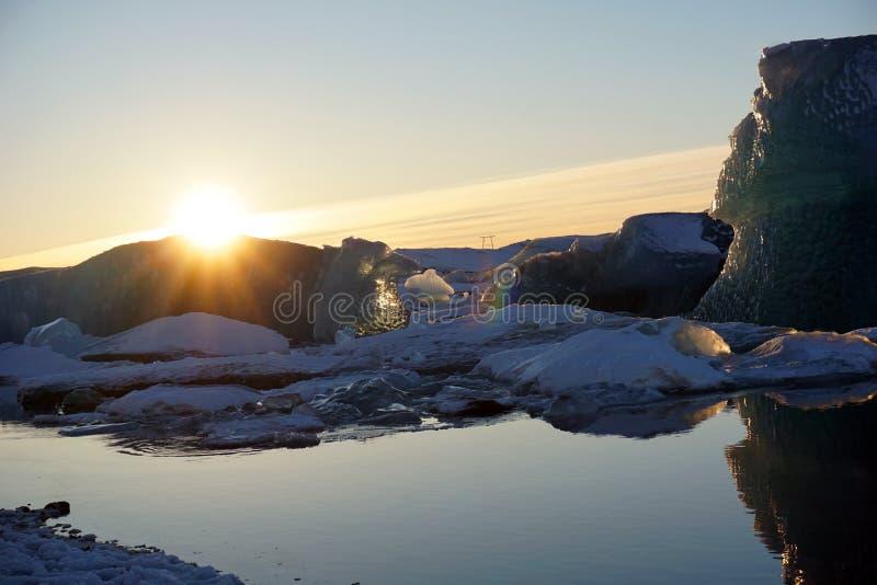 Laguna del ghiacciaio di Jokulsarlon nell'inverno dell'Islanda fotografia stock