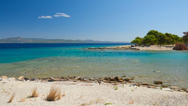 Laguna del mare Galrokavos Kassandra, Halkidiki, Grecia del Nord fotografia stock libera da diritti