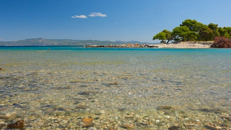 Laguna del mare Galrokavos Kassandra, Halkidiki, Grecia del Nord immagini stock libere da diritti