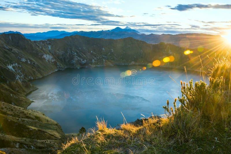 Laguna del volcán de Quilotoa ecuador foto de archivo