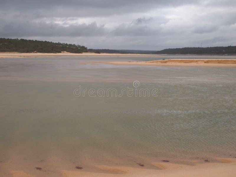 Laguna di Lagoa de Albufeira Albufeira, una riserva naturale in Costa da Caparica, Portogallo immagine stock libera da diritti