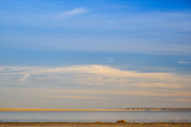 Laguna e cielo di Salar nella provincia di La Pampa fotografia stock libera da diritti