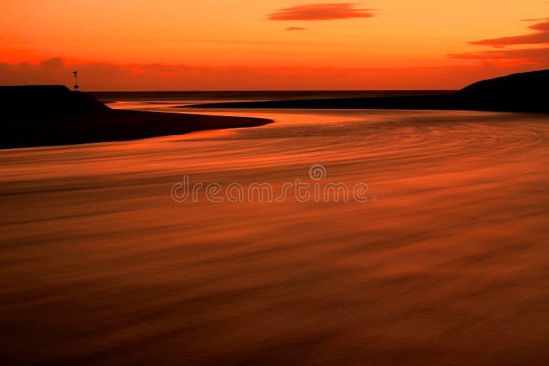 Laguna en la puesta del sol foto de archivo libre de regalías