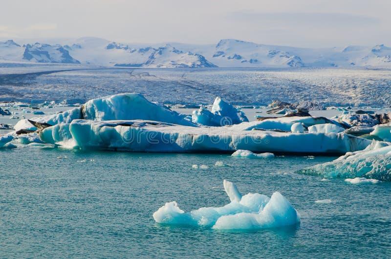 Laguna glacial del hielo del río en Jokulsarlon Islandia imagen de archivo