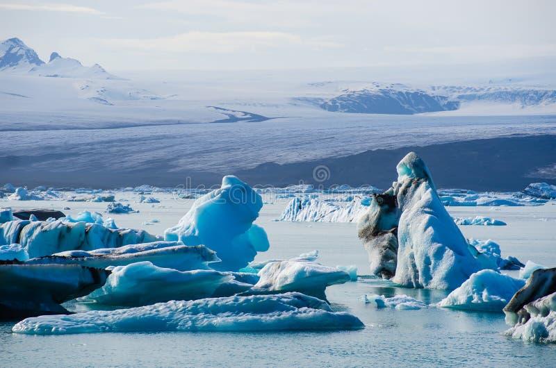 Laguna glacial del hielo del río en Jokulsarlon Islandia imagen de archivo libre de regalías