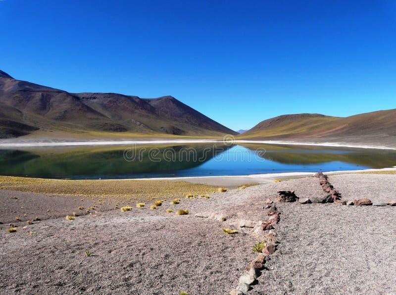 Laguna Miniques nel deserto di Atacama, Cile immagini stock