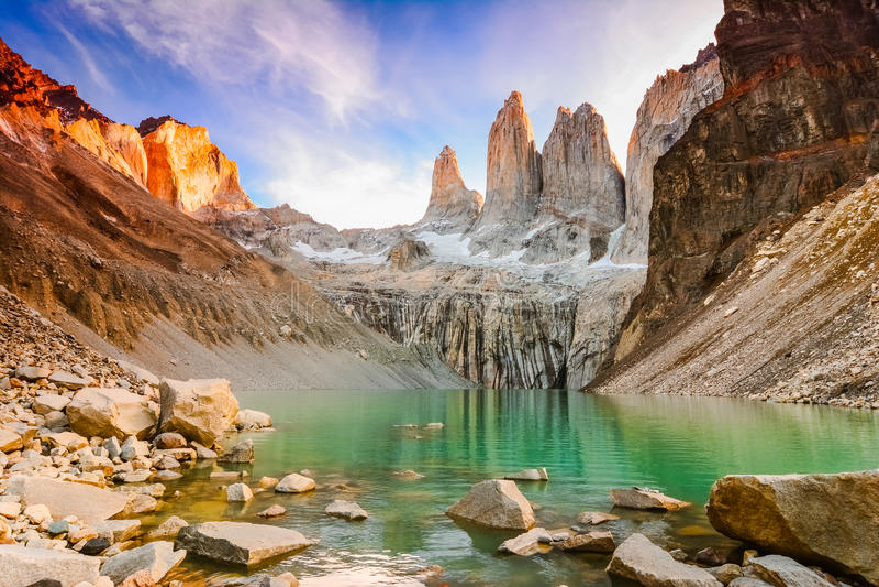 Laguna torres με τους πύργους στο ηλιοβασίλεμα, Torres del Paine National πάρκο, Παταγωνία, Χιλή στοκ εικόνα με δικαίωμα ελεύθερης χρήσης