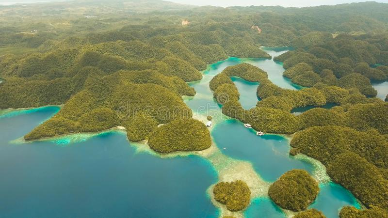 Laguna tropical de la visión aérea, mar, playa Grande isla de Bucas, ensenada de Sohoton filipinas foto de archivo libre de regalías