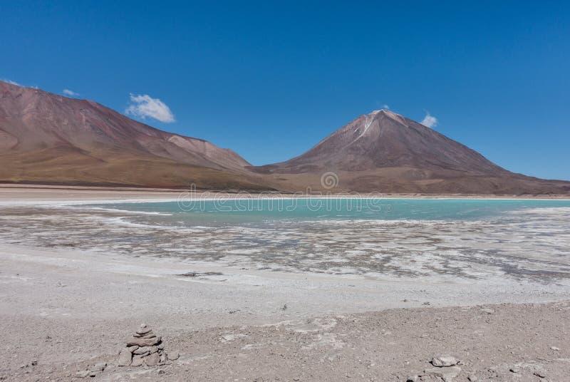 Laguna Verde, Salar de Uyuni: un lugar imponente en boliviano Altiplano, cerca de Atacama en Chile fotografía de archivo