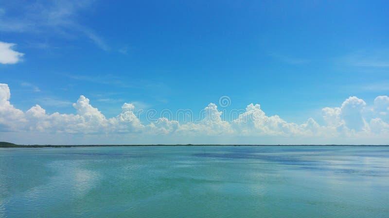 Laguna, woda i niebo, fotografia royalty free