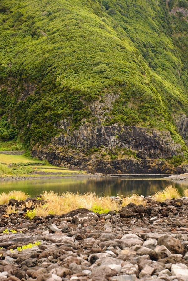 Download Lagune stockfoto. Bild von lagune, hügel, ruhig, grün - 26362248