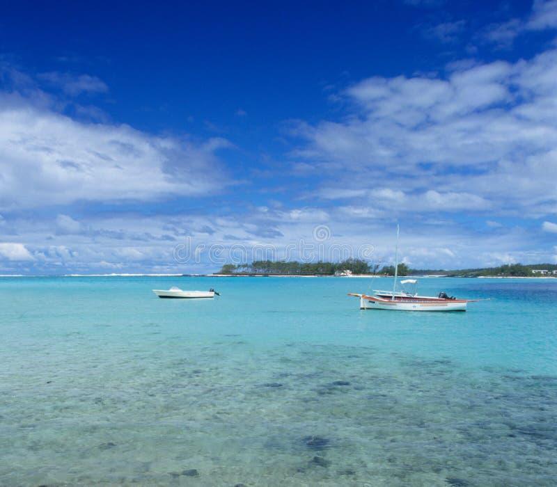 Lagune au compartiment bleu, île des Îles Maurice image stock