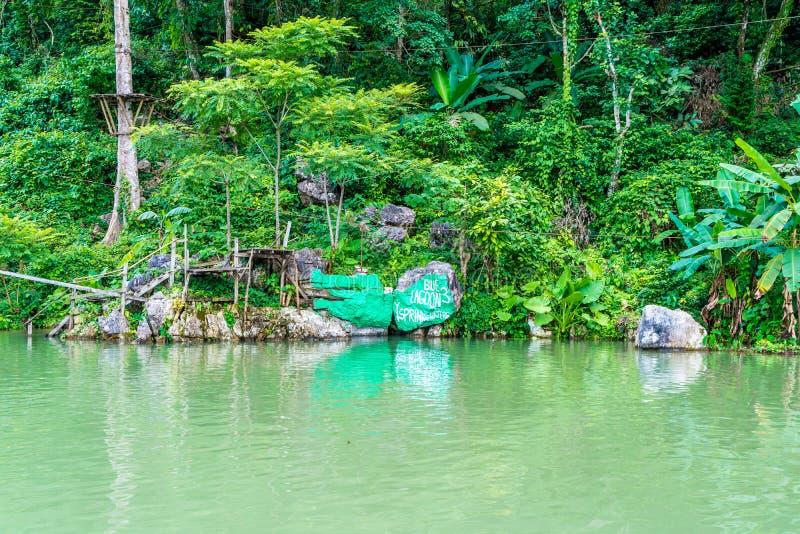 Lagune bleue dans Vang Vieng, Laos images libres de droits