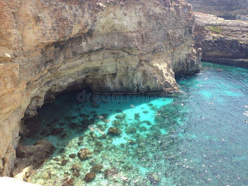Lagune bleue en île de Comino image libre de droits