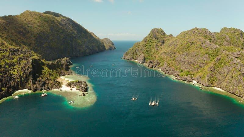 Lagune d'eau de mer et plage tropicales, Philippines, EL Nido images stock