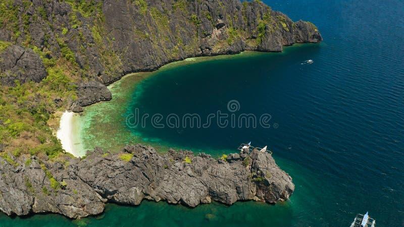 Lagune d'eau de mer et plage tropicales, Philippines, EL Nido photo libre de droits