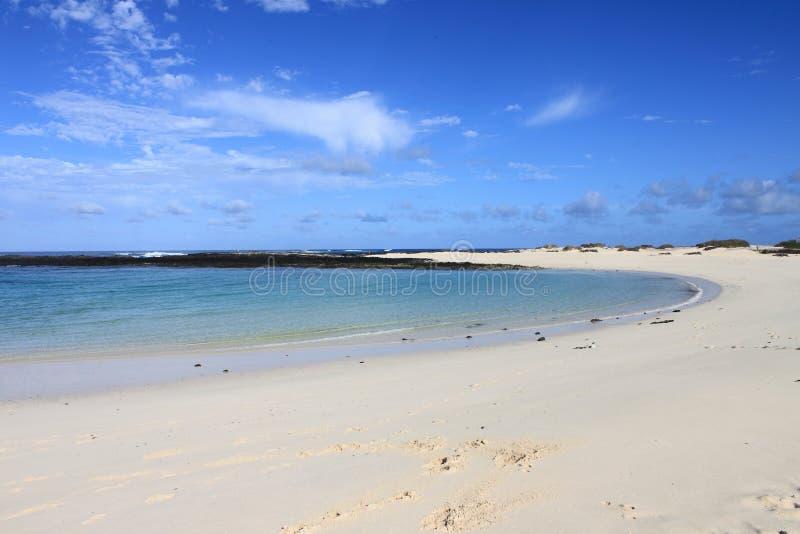 Lagune de plage d'EL Cotillo à Fuerteventura image stock