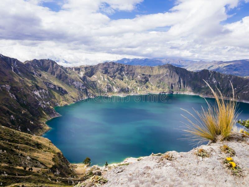 Lagune de Quilotoa, lac volcanique de cratère en Equateur photographie stock libre de droits