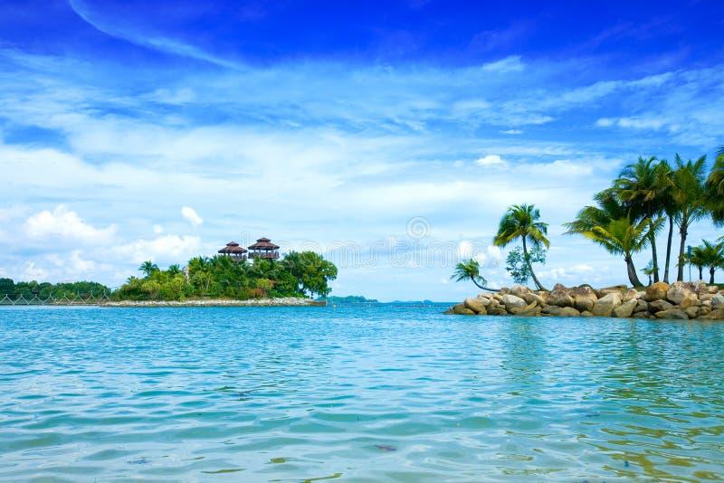 lagune met mooie hemel in de keerkringen royalty-vrije stock afbeelding