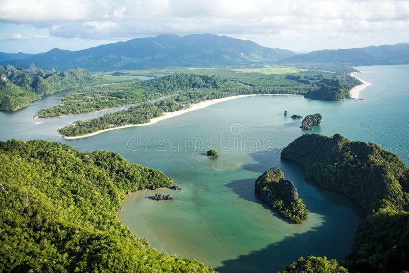 Lagune am Tropeninsel-Paradies lizenzfreie stockfotos