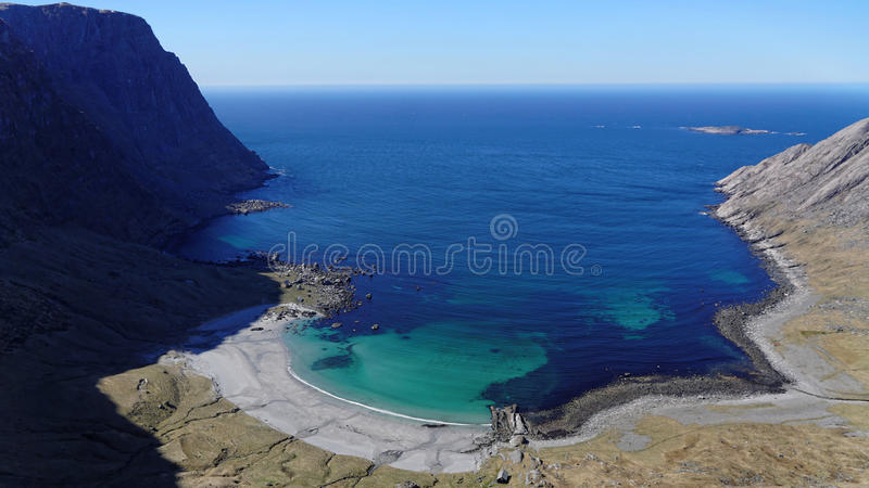 Lagune in Vetvika Norwegen lizenzfreie stockfotografie