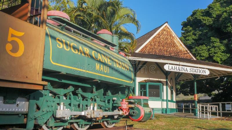 LAHAINA, LOS ESTADOS UNIDOS DE AMÉRICA - 7 DE ENERO DE 2015: estación de tren de la caña de azúcar del lahaina y tren histórico d fotos de archivo