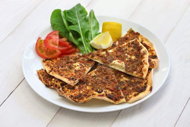 Lahmacun, турецкая семенить пицца мяса стоковая фотография rf