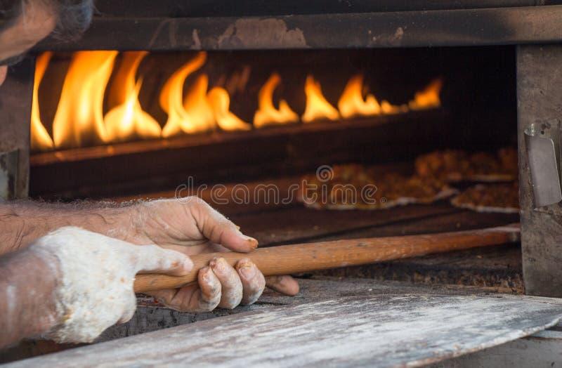 Lahmacun, турецкий блинчик пиццы с завалкой мяса стоковое изображение rf