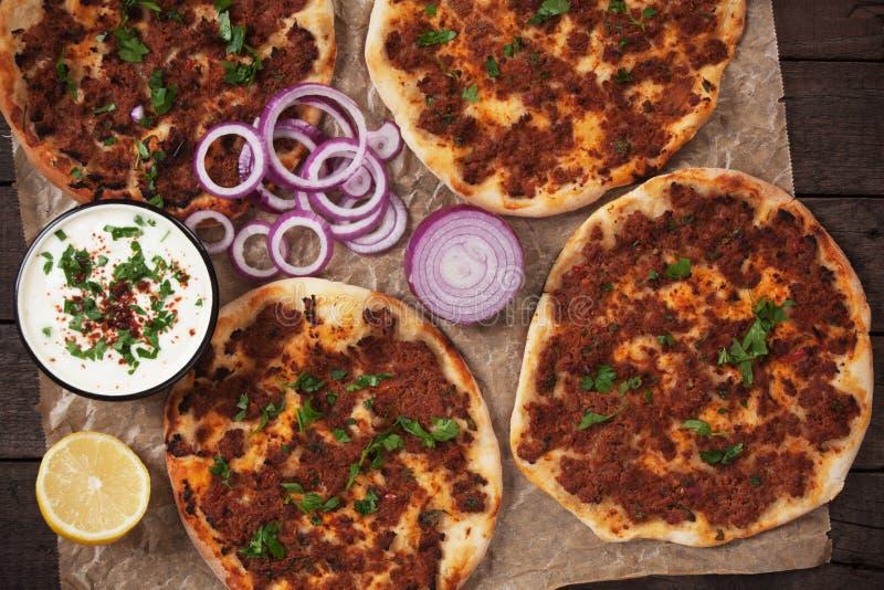 Lahmacun, pizza turca della carne immagini stock