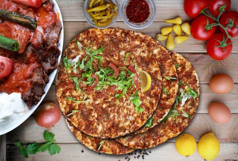 Lahmacun und doner Kebab Türkische Nahrung lizenzfreie stockfotos