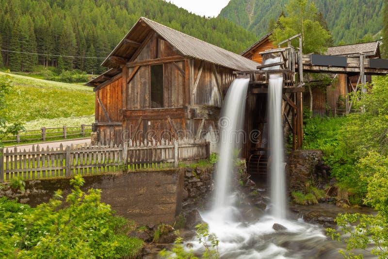 Lahner Saege, una serrería histórica, valle de Ulten, el Tyrol del sur, foto de archivo libre de regalías