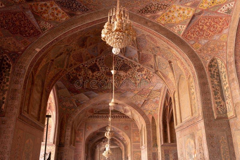 Lahore, Pakistan - 17. April 2018: schönes altes islamisches decroration in Wazir Khan Mosque lizenzfreie stockbilder