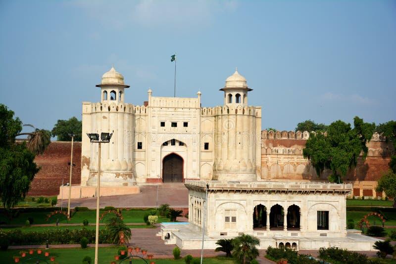 Lahorefort en Graf van Allama Iqbal stock fotografie